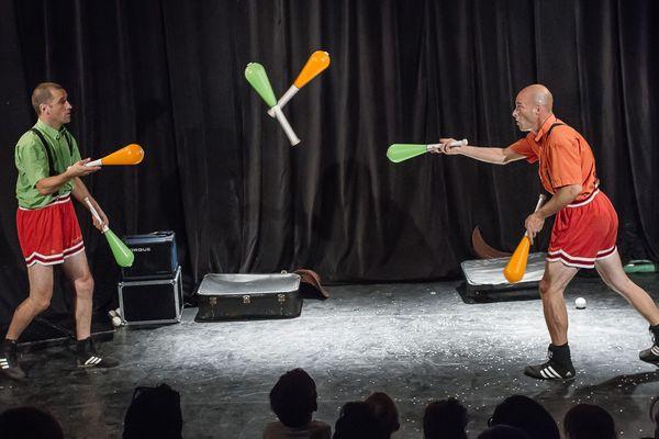 Les artistes du spectacle vivant comme Les Zigomatiks n'attendent qu'une chose : retrouver leur public.