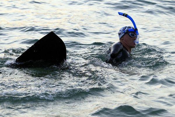 """Entre le 14 et le 20 septembre, Thierry Corbalan, surnommé le """"dauphin corse"""" a traversée la Méditerranée à la nage entre Calvi et Mandelieu-la-Napoule."""