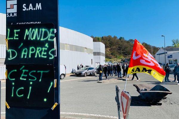 Les salariés de la SAM bloquent l'entrée de leur usine, depuis 5 heures, ce jeudi matin.