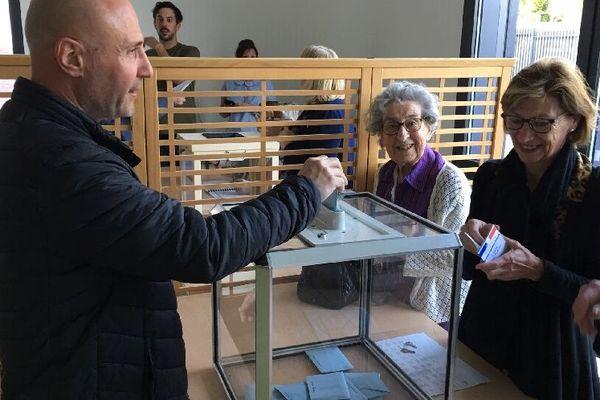 Bureau de vote de Tinqueux (Marne) ce matin,