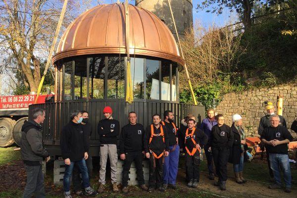 La nouvelle lanterne de la Tour de la Découverte avant son installation.