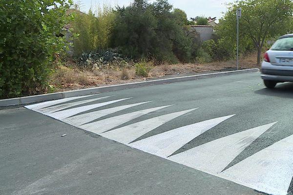A peine installé, déjà décrié ! Le nouveau dos d'âne construit rue de la Bilière à Cournonsec, près de Montpellier dans l'Héraut, provoque la colère de certains motards et automobilistes.