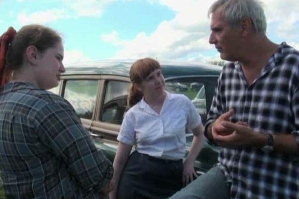 """Laurent Cantet pendant le tournage de """"Foxfire, confessions d'un gang de jeunes filles"""" au Etats-Unis."""