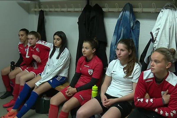 Footballeuses du Racing Besançon avant l'entraînement @Denis Colle