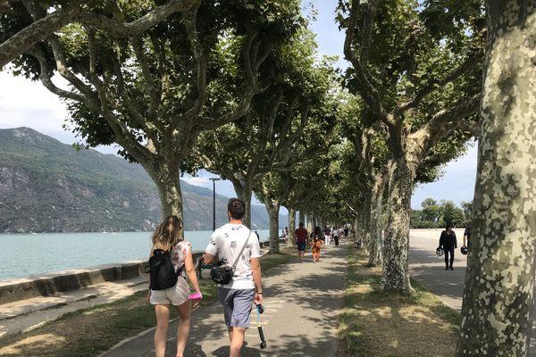 Le port du masque est obligatoire depuis samedi sur l'Esplanade du lac du Bourget à Aix-les-Bains.