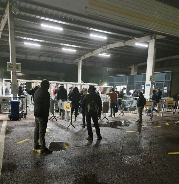 les premiers salariés pour la reprise dans l'usine Renault à Sandouville