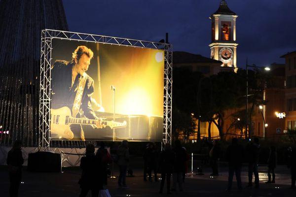 L'hommage s'est déroulé sur la promenade du Paillon, dans le centre de Nice.