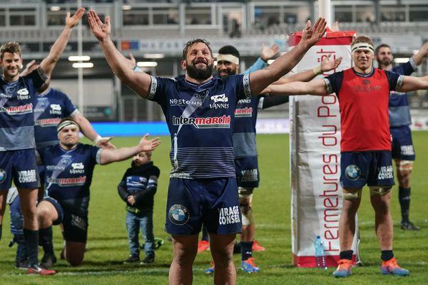 Les rugbymen du RC Vannes ont célébré leur large victoire contre Valence Romans avec leurs supporters au stade de la Rabine.