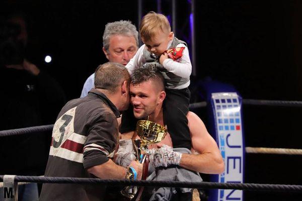 Rénald Garrido avec son fils, il a fait un match nul ce soir.