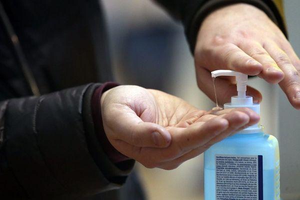 Les gestes barrières et notamment le lavage des mains pour se préserver du coronavirus sont encore plus appliqués par les professionnels de santé
