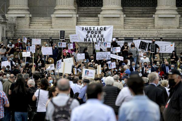 1200 participants à la manifestation devant le Palais de justice de Lyon pour réclamer un procès pour l'assassinat de Sarah Halimi