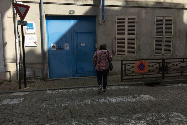 C'est devant ce portail que Nils était amené à l'école par sa mère.