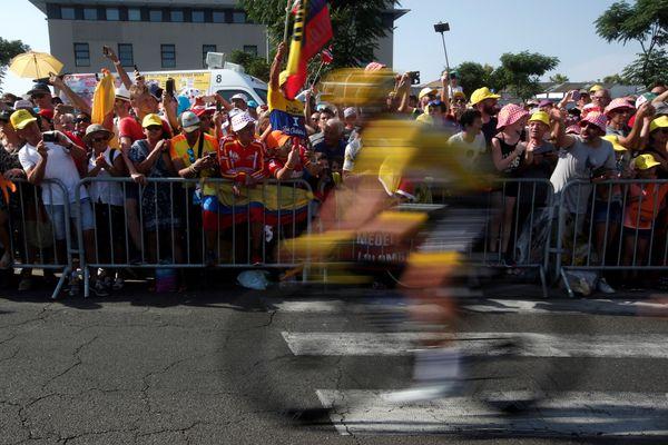 Photographie prise lors du passage du Tour de France, à Nîmes, en 2019.