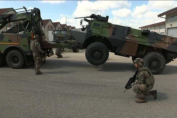 Armée de Terre à Besançon : démonstration dans la cour de la caserne du 19 e régiment de génie