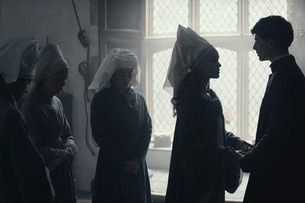 """Le prince charmant (Timothée Chalamet) et sa princesse (Lily-Rose Depp) dans """"Le Roi""""."""