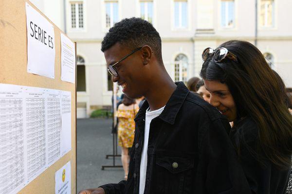 À Angers, au Lycée Joachim du Bellay, le jour des résultats du bac