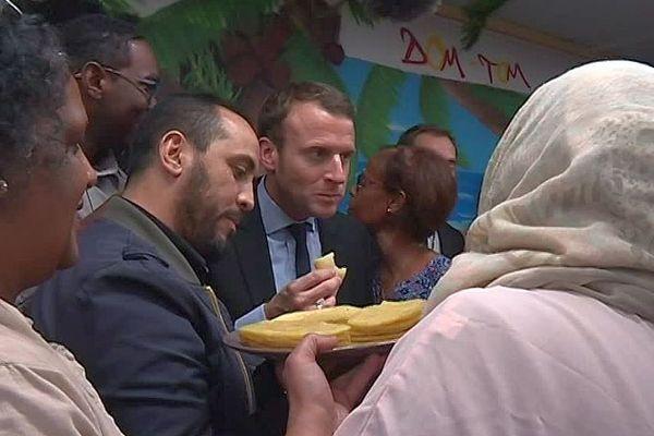 Montpellier - Emmanuel Macron en 2017, lors de sa première venue à la rencontre des mères du quartier Petit Bard-Pergola - 2017.