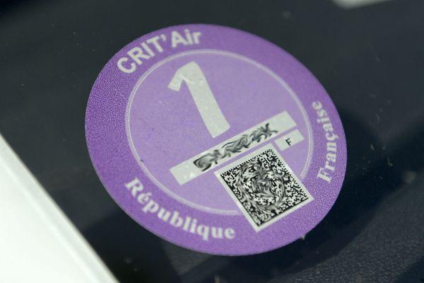 Les vignettes CRIT'Air, à coller sur le pare-brise de son véhicule, sont déjà utilisés dans certaines agglomérations françaises