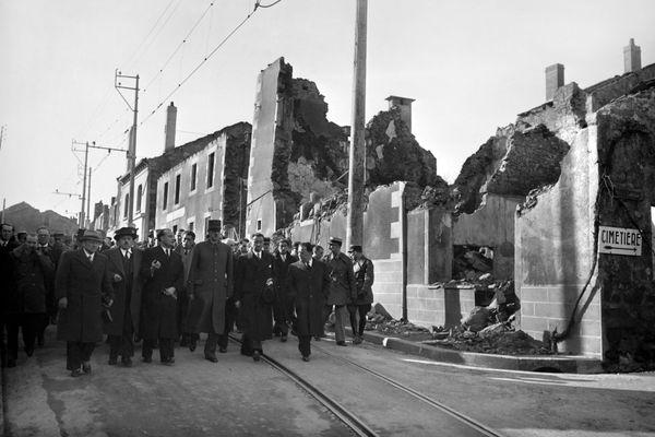 Visite du Général de Gaulle, le 5 mars 1945 à Oradour-sur-Glane.