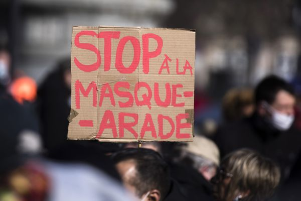Des manifestations mobilisent régulièrement les opposants aux mesures sanitaires en général et au port du masque en particulier, depuis le début de la crise du Covid-19.