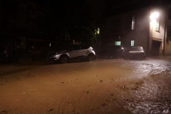 A Sauvagnat-Sainte-Marthe (Puy-de-Dôme), la boue a tout emmené sur son passage dans la nuit de dimanche à lundi 28 juin.