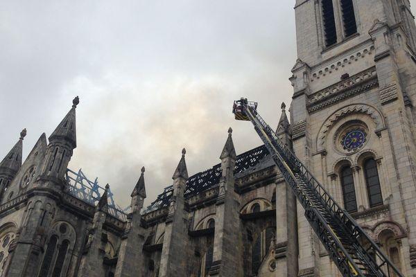 Incendie de la basilique Saint-Donatien à Nantes, un chantier de couverture à l'origine du sinistre