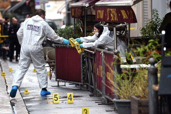 """Il semble que la fusillade soit liée à """"une dispute"""" un peu plus tôt dans la soirée entre un vigile du bar et des clients."""