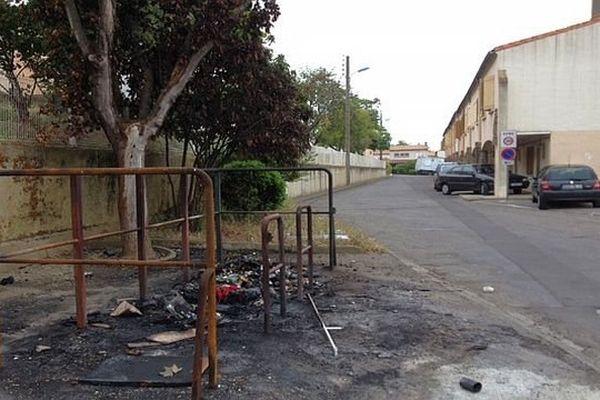 Carcassonne - les feux de poubelles se multiplient - juin 2014.