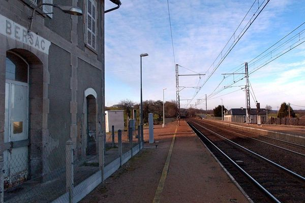 La gare de Bersac sur Rivalier, près du viaduc de Rocherolles