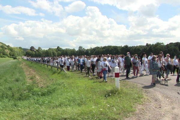 La marche blanche, entre Amfreville-sous-les-Monts et Pitres, samedi 31 juillet.