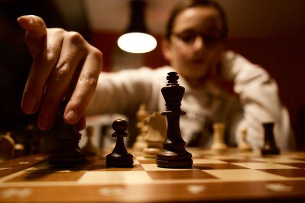 La jeune joueuse est classée 1621 ELO lent.