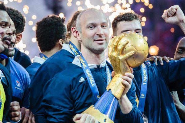 Thierry Omeyer a soulevé son cinquième et dernier trophée de champion du monde comme capitaine des Bleus. C'était en janvier, en France.