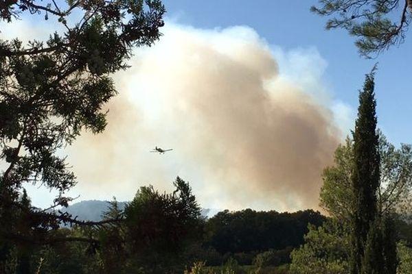 Incendie en cours à Grabels, au nord de Montpellier. 3 avions Morane du département de l'Hérault luttent contre le feu - 6 septembre 2019.