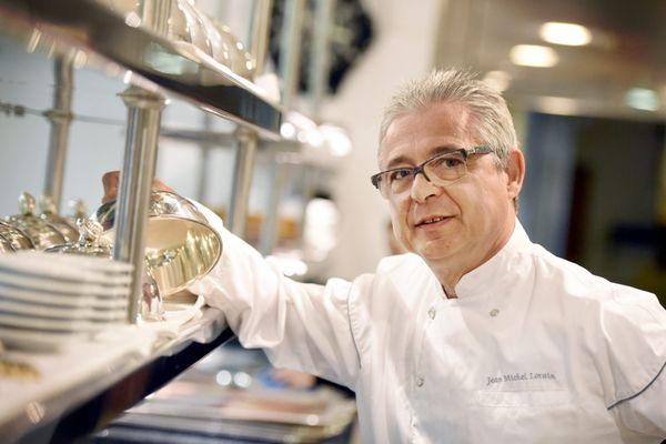 Jean-Michel Lorain dans ses cuisines