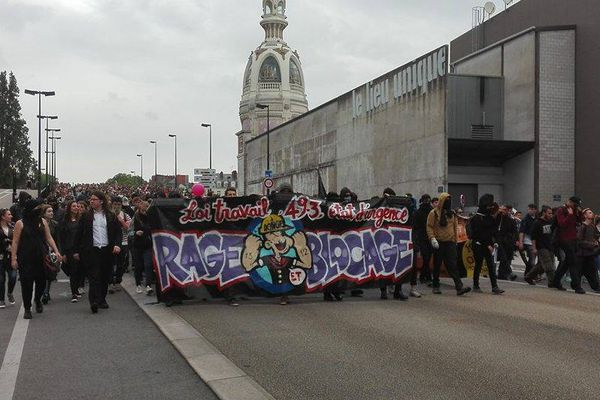 Le 26 mai, une manifestation interdite avait rassemblé plus de 1 300 personnes. Elle avait été émaillée d'incidents