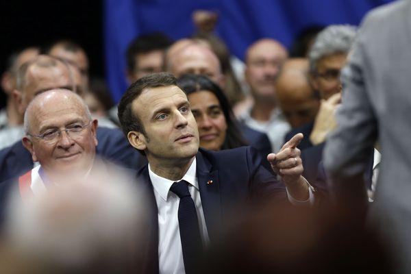 A une semaine de la fin du grand débat national, Emmanuel Macron échange ce jeudi avec 400 personnes dans les Alpes de Haute-Provence sur l'écologie.