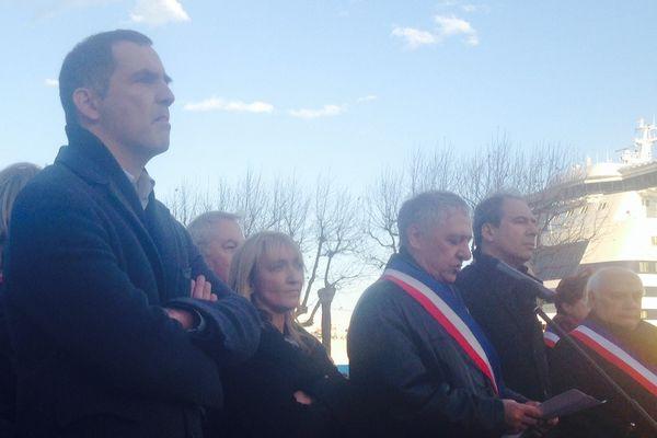 Les élus rassemblés derrière Jean-Jacques Padovani, lors du rassemblement de Bastia,ce 11 janvier.