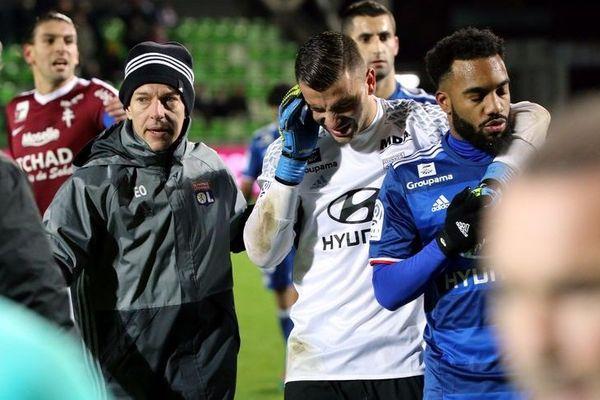 Le gardien de Lyon se plaint de l'oreille, après les jets de pétards- Le 03/12/2016