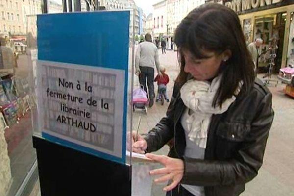 Déjà 30.000 signatures pour la librairie Arthaud