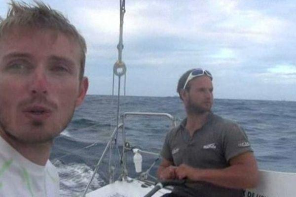 Le skipper caennais Fabien Delahaye et son coéquipier Sébastien Rogue sur GDF-Suez