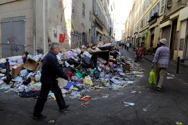 Du 11 au 24 octobre 2010, 14 jours de grève des poubelles à Marseille.