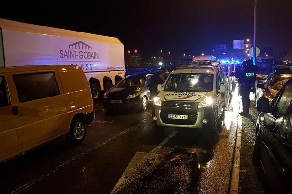 blocage du Port de Ouistreham: la Police arrive en renfort
