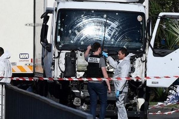 L'attentat commis sur la Promenade des Anglais a fait 86 morts de 19 nationalités et plus de 400 blessés, fauchés par le poids lourd conduit par le tueur.