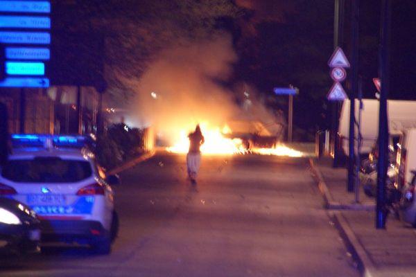 Plusieurs voitures ont de nouveau été incendiées ce lundi soir dans le quartier du Mirail à Toulouse.