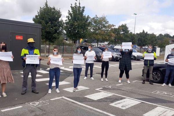 Manifestation chez Stef contre les deux délégués syndicaux CGT