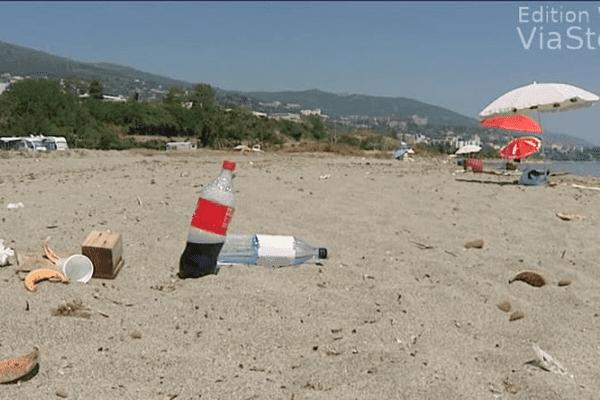 11/06/14 - Plage de l'Arinella: du sable mais surtout des détritus