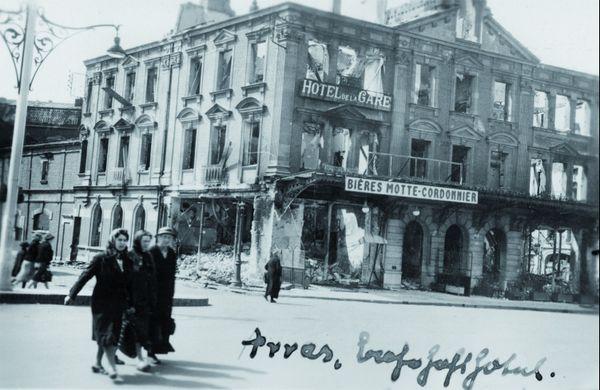 L'Hôtel de la Gare à Arras après les bombardements du 19 mai 1940.