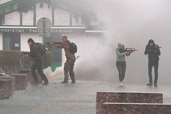 Un important exercice de sécurité est mené ce mardi 12 juin dans les rues d'Espelette, dans le Pays basque.