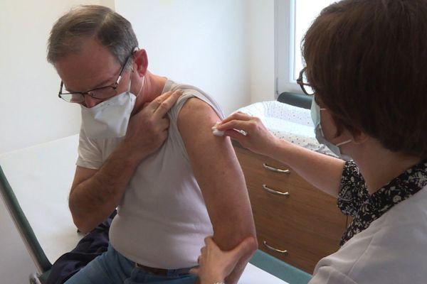 Ils sont nombreux dans les pharmacies nantaises à se faire vacciner contre la grippe