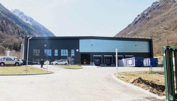 L'usine d'embouteillage de la Compagnie des Pyrénées est basée à Merens-les-Vals en Ariège.